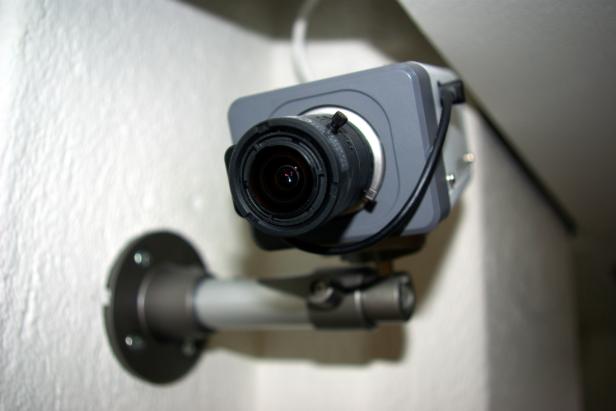 Kameraovervakningen pa badhus ska granskas